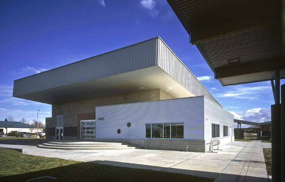 Multipurpose building, Feather River Academy, Yuba City, California, by Anthony Poon (w/ A4E, photo by Gregory Blore)