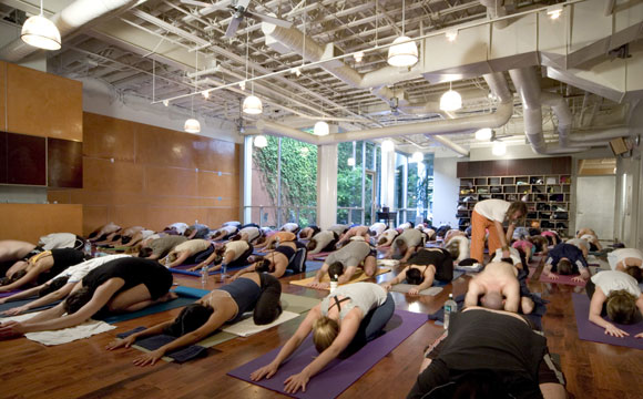 Power Yoga, Los Angeles, California, by Poon Design (photo by Elon Schoenholz)