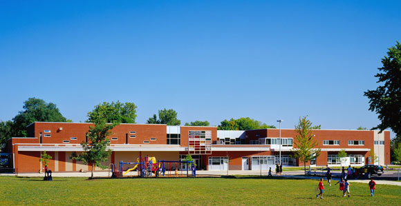 Greenman Elementary School, Aurora, Illinois, by Anthony Poon, awarded the National Grand Prize from Learning By Design, AIA and National School Boards Association, also received awards from KnowledgeWorks Foundation, DesignShare, IASB, IASA, IASBO, School Planning and Management, and American School & University Magazine (w/ A4E and Cordogan, Clark & Associates, photo by Mark Ballogg)
