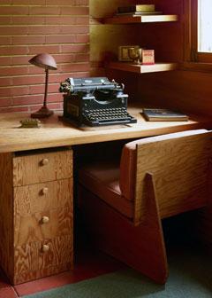 Pope-Leighey writing studio (photo from funinfairfaxva.com)