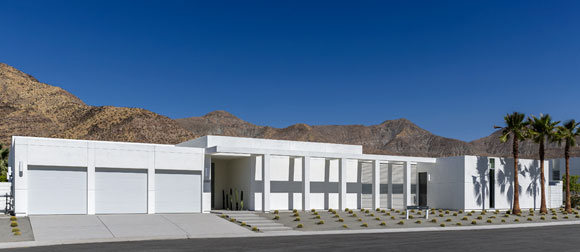 Front of Linea Residence G, Palm Springs, California, by Poon Design, Andrew Adler and Prest-Vuksic (photo by  Mark Ballogg)